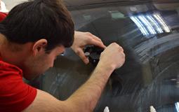 Как убрать трещины и сколы на стекле авто
